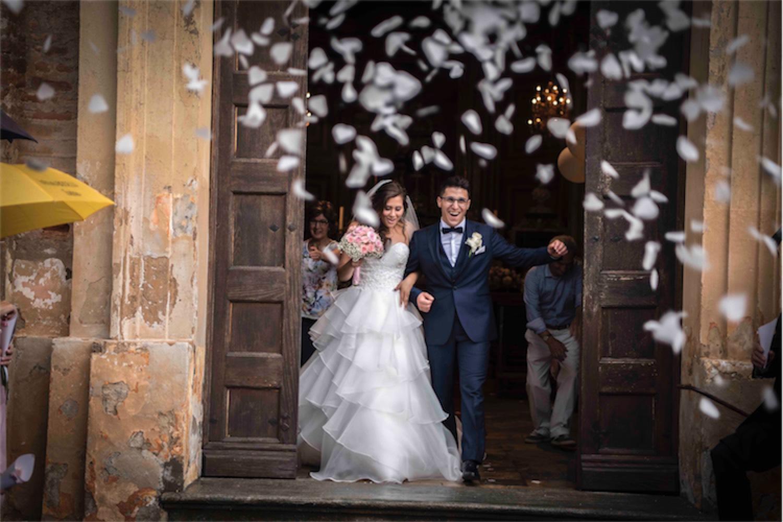 Paolo Mantovan Fotografo Matrimonio Orbassano Liguria Montagna Mare Piemonte Torino Cinque Sposi Terre Giula e Marco-112 Uscita Sposi Petali