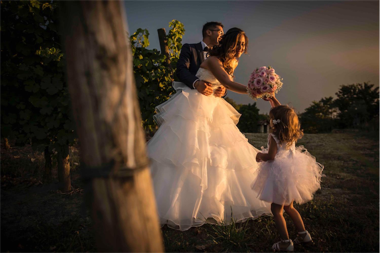 Paolo Mantovan Fotografo Matrimonio Orbassano Liguria Montagna Mare Piemonte Torino Cinque Sposi Terre Giula e Marco-132 Famiglia Bouquet Sposi Bimba Sorrisi Tramonto
