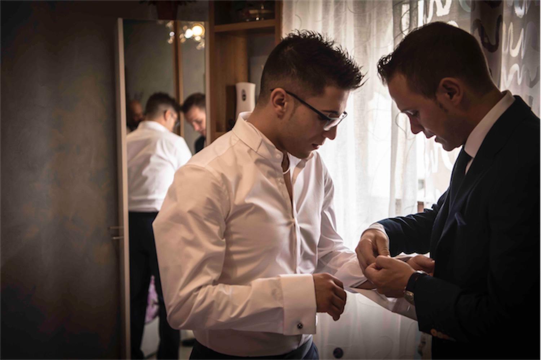 Paolo Mantovan Fotografo Matrimonio Orbassano Liguria Montagna Mare Piemonte Torino Cinque Sposi Terre Giula e Marco-28 Testimone Camicia Sposo Dettagli Preparazione