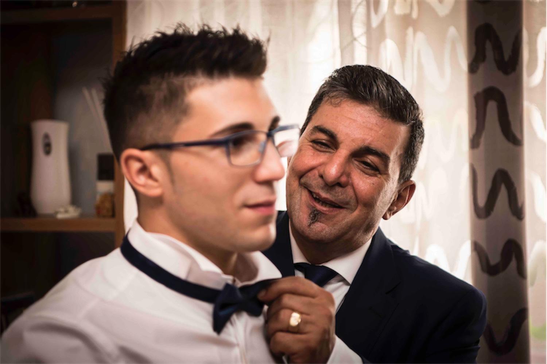 Paolo Mantovan Fotografo Matrimonio Orbassano Liguria Montagna Mare Piemonte Torino Cinque Sposi Terre Giula e Marco-31 Papà Sposo Papillon Vestizione