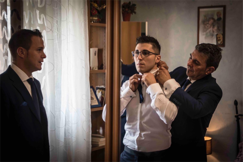 Paolo Mantovan Fotografo Matrimonio Orbassano Liguria Montagna Mare Piemonte Torino Cinque Sposi Terre Giula e Marco-32 Papà Sposo Papillon Testimone Vestizione